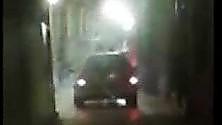 Strada Maggiore chiusa l'auto va sotto i portici
