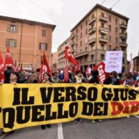 """Bologna, Cgil in piazza contro Renzi: è sciopero in tutta l'Emilia. Anche i centri sociali in corteo: """"Blocchiamo tutto"""""""
