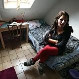 """La studentessa """"cacciata""""  da 6 metri quadri a Parigi diventa un caso   video"""