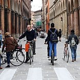 Strada Maggiore, via ai T-Days bolognesi a piedi o in bici  foto