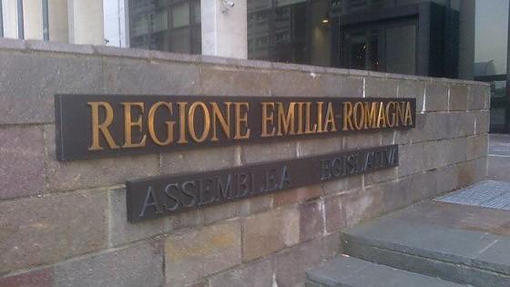 Sex toys, cene e trasferte. Spese pazze in Regione Emilia, 42 avvisi di fine indagine