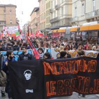 """Studenti e precari in piazza: """"Renzi #iononcisto"""""""