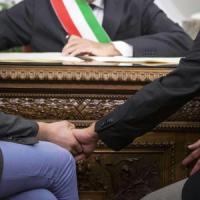 """Faenza, mezzo Pd vota a favore della """"famiglia naturale uomo-donna"""""""