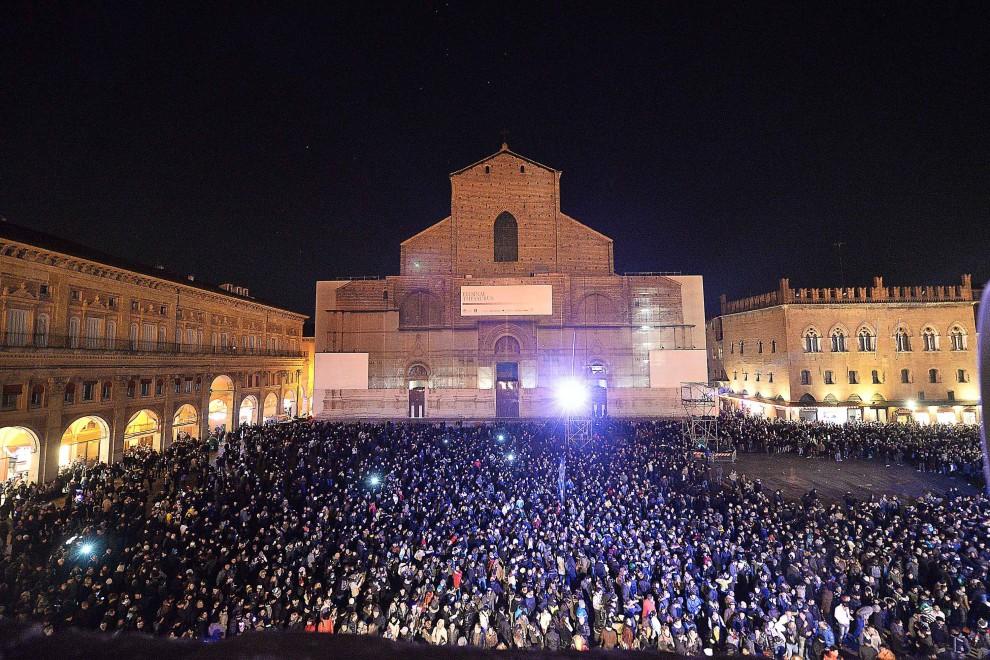 """Una notte in piazza  con festa """"Dallalto"""""""