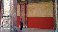 Contro i graffitari,  la chiesa diventa bicolore
