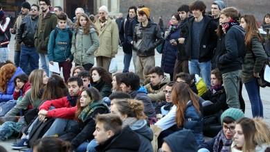 I liceali fanno lezione in piazza /    foto     contro la riforma Renzi sulla scuola   di I.VENTURI