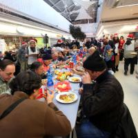 """Natale, il pranzo """"degli ultimi"""" al centro commerciale"""