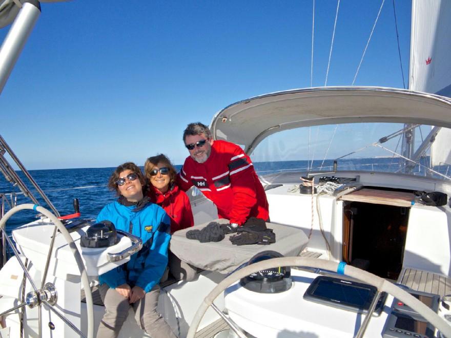 La famiglia che va a vivere in una barca a vela