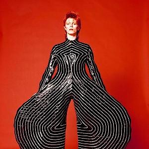 Gli appuntamenti di giovedì 5. Tutti i volti di David Bowie