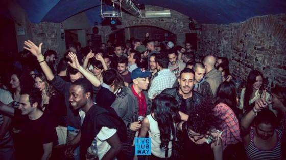 Bologna, apartheid in discoteca: porte sbarrate ai neri