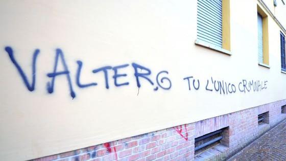 Bologna, nuova scritta contro il pm Giovannini: ''Tu solo criminale''