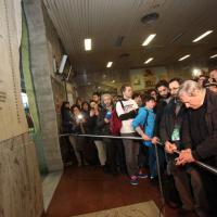 Don Ciotti prega davanti alla lapide del Due Agosto