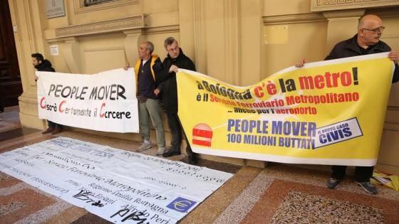 People Mover, processo rinviato. Sit-in dei comitati fuori dal tribunale