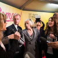 Giannini contestata a Bologna, Renzi: