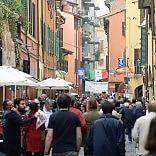 La città festeggia la Liberazione omaggio ai caduti /   foto    cibo e musica al Pratello