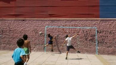 """Rimini, il sindaco ordina: """"Fate giocare  i bambini nei cortili condominiali"""""""