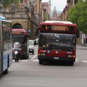 """""""Perquisita"""" a 13 anni sul bus, inchiesta della procura"""