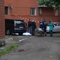 Bologna, precipita dal quinto piano durante un controllo: muore 47enne