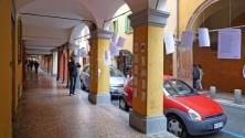 Via Fondazza, la poesia  è appesa sui muri    L'articolo