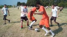 Calcio d'inizio -  foto  per i mondiali antirazzisti