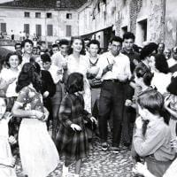 """Quella foto di Sofia Loren nel '54. Il Comune: """"Vi riconoscete?"""""""
