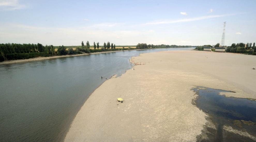Il po in secca al posto del fiume c 39 la spiaggia 1 for Cabine sul bordo del fiume