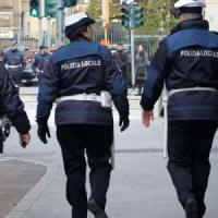 Stranieri ammassati nel suo bilocale: vigilessa denunciata a Rimini