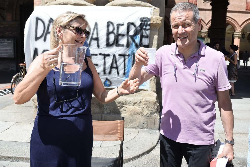 """""""Diamo da bere agli assetati"""": per tutti l'acqua del sindaco"""