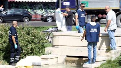 Un corpo nella fontana   Foto   al centro di piazza dei Martiri