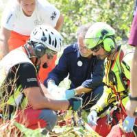 Quattro sorelle vanno al fiume, due muoiono: tragedia nel Secchia