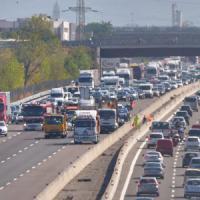 E45, camion precipita per 15 metri: l'autista si salva