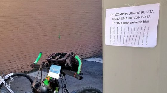 """Studenti, sappiate che chi compra una bici rubata, ruba una bici comprata"""