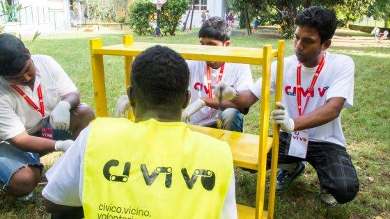 A rimini i profughi fanno i giardinieri in una scuola for Giardinieri genova