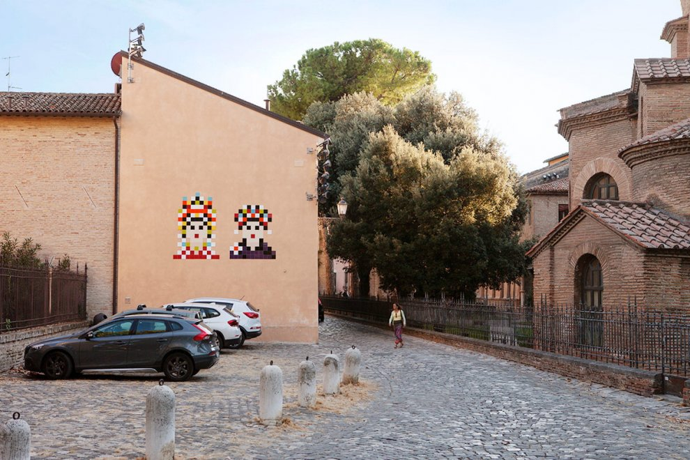 """""""Non a casa nostra"""": proteste per i graffiti-mosaico dello street writer Invader"""