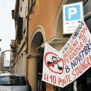 Lega a Bologna, città blindata: Salaborsa chiusa, bus deviati