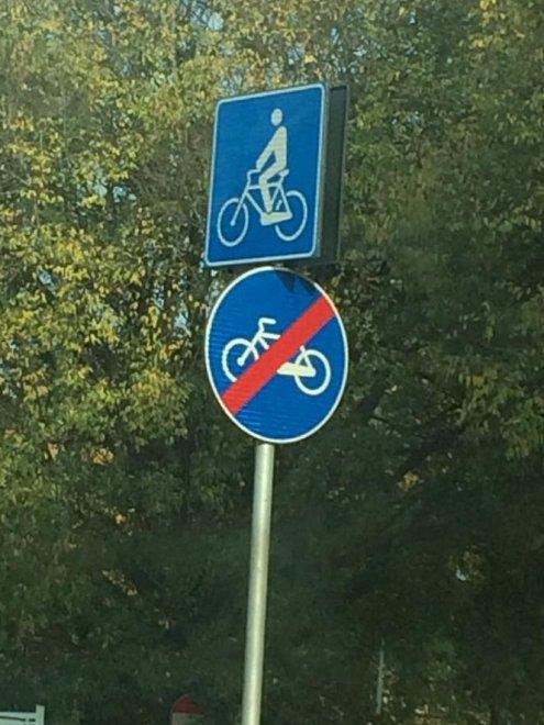 Bologna, il cartello rebus: la bici passa oppure no?