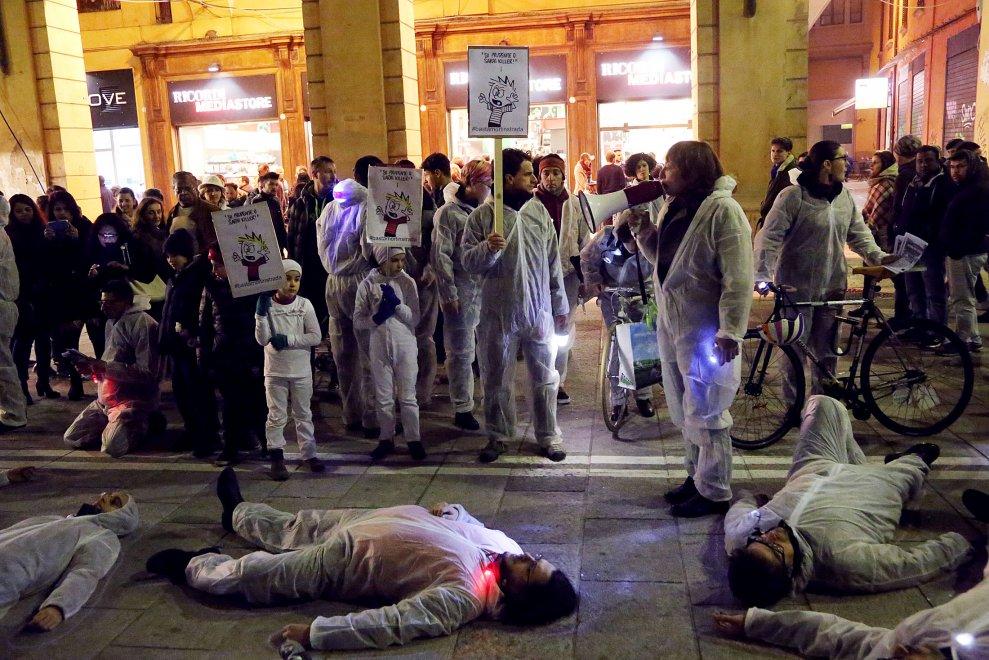 """Bologna, il flashmob per dire """"Basta morti in strada"""""""