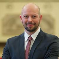 Ravenna, muore in un incidente d'auto il candidato sindaco Pd. Renzi commosso: uno di noi