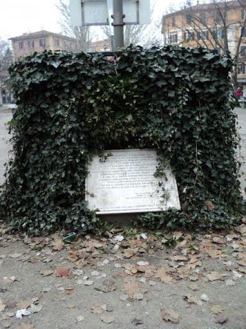 Bologna, non c'è pace per la memoria della Resistenza in Bolognina: altri due oltraggi