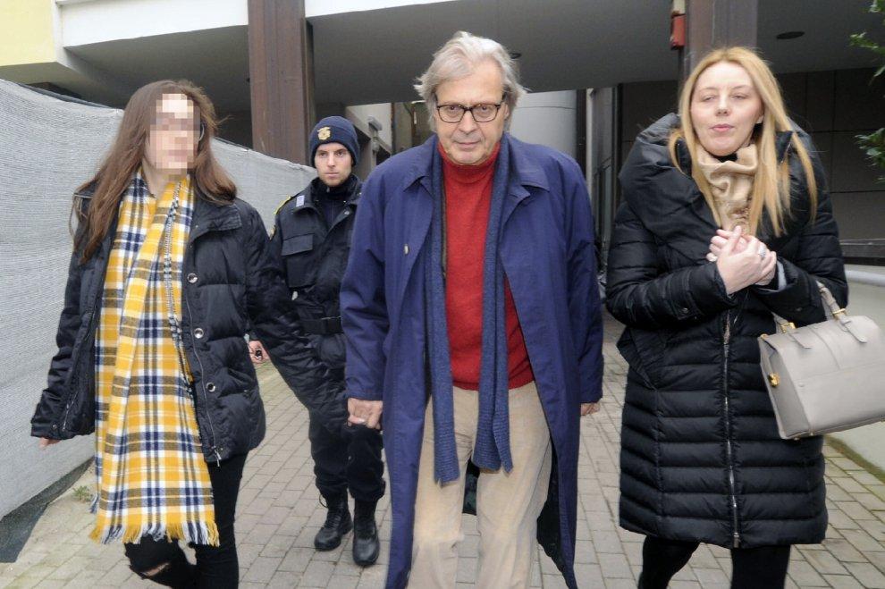 """Modena, Sgarbi esce dall'ospedale: """"Medici esemplari"""". Poi si dimette da assessore di Urbino"""