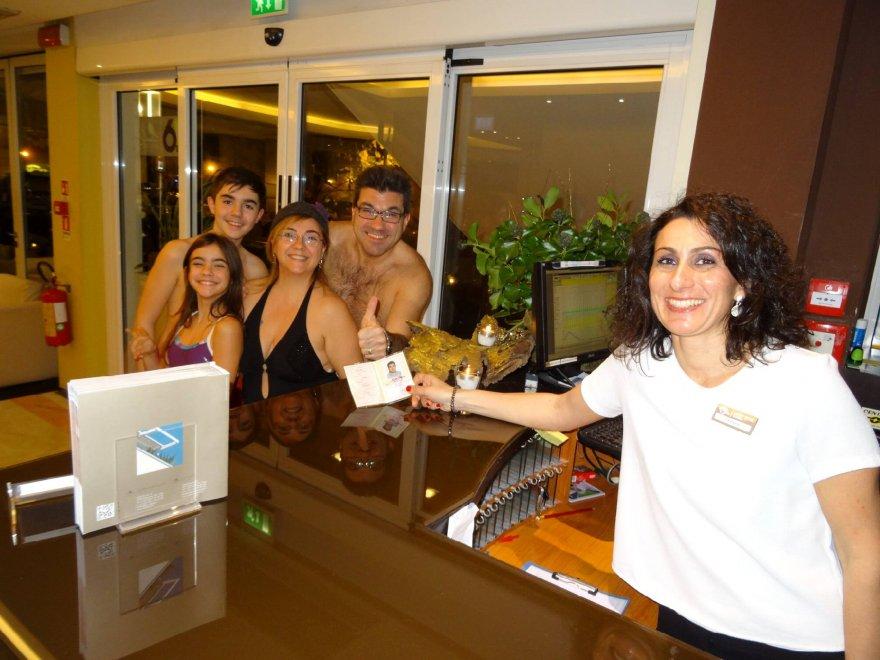 Riccione se ti presenti in costume da bagno non paghi la stanza d 39 albergo 1 di 1 bologna - Bagno 53 riccione ...