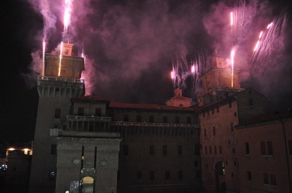 Capodanno a ferrara lo spettacolo dei fuochi sul castello - B b la finestra sul castello termoli ...