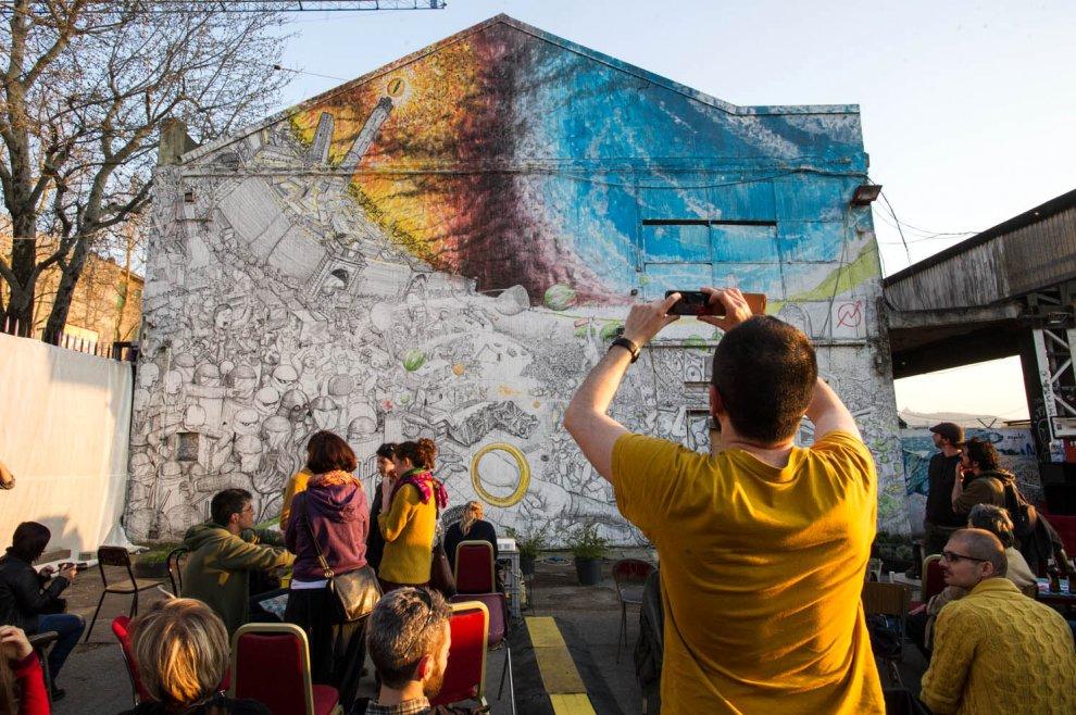 Quei graffiti strappati alla strada per entrare in museo: polemica a Bologna