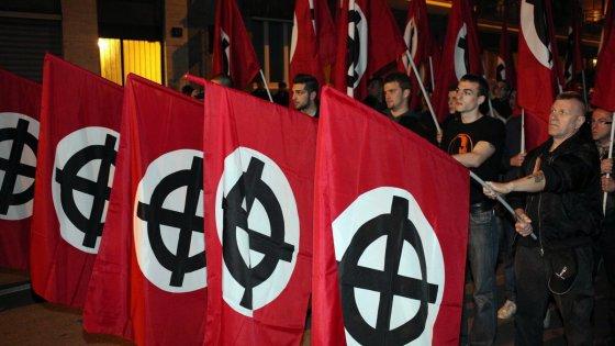 """A Bologna il raduno europeo dell'estrema destra. Il Pd insorge: """"Niente saluti romani"""""""