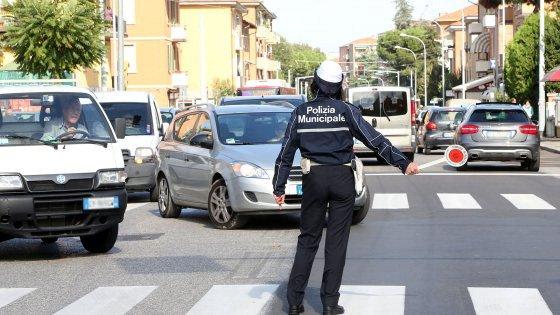 polizia municipale bologna orari via ferrari - photo#7