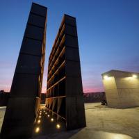 Bologna, la magia del memoriale della Shoah al tramonto