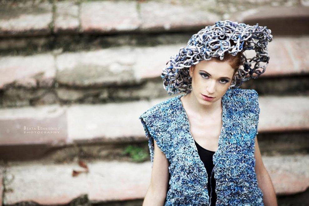Quei vestiti fatti con la carta di giornale: Bologna, l'idea di Ivano Vitali