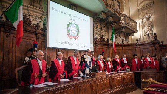 Aperto l'anno giudiziario a Bologna: boom delle pratiche sui migranti