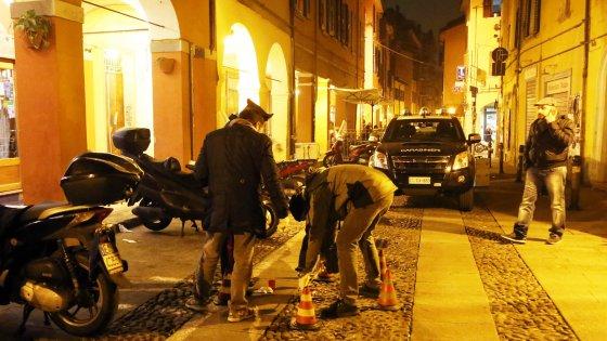 Bologna, è fuori pericolo il ragazzo caduto dal secondo piano