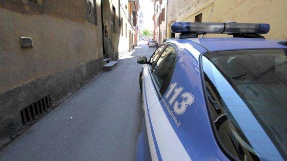 Bologna, arrestato ladro: nel suo telefonino video con scene di decapitazione